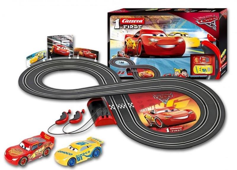 CARRERA - Autodráha Carrera FIRST - 63010 Disney Cars 3, Dĺžka trate: 2,4m. Rozmery po postavení: 93 x 45cm