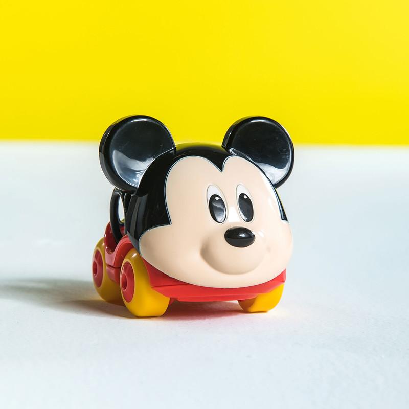 DISNEY BABY - Hračka autíčko Mickey Go Grippers™ 6m+