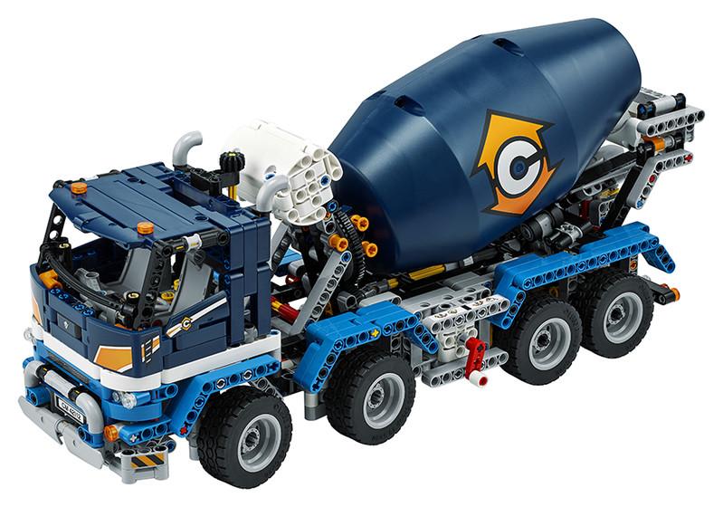 LEGO - Nákladiak s miešačkou na betón