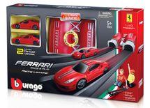 BBURAGO - Bburago 1:43 Ferrari Race & Play Launcher s dvoma autíčkami 31205