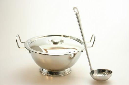 MAKRO - Nerezová misa na polievku s naberačkou 1,9 l